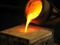 pouring-metal-for-castings